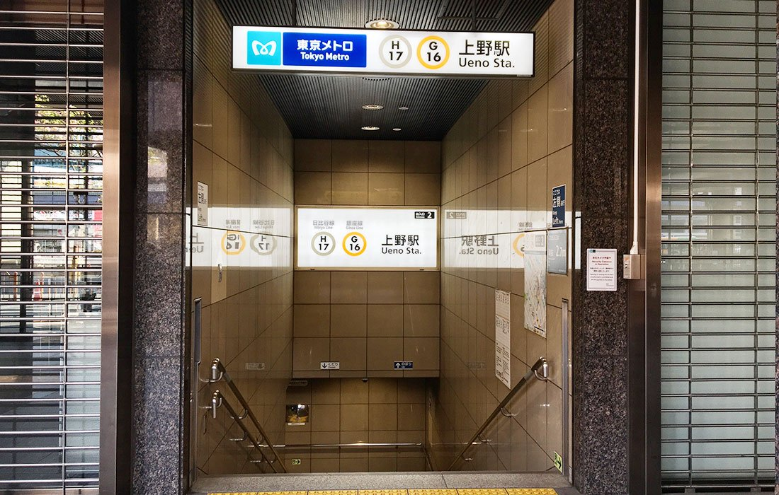 東京メトロ銀座線・日比谷線2番出口を出ます。